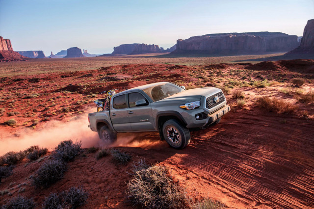2020 Jeep Gladiator Vs 2019 Toyota Tacoma Compare Trucks News